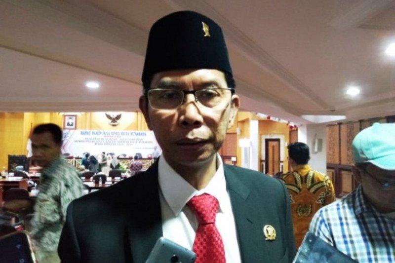 Sudah Vaksinasi COVID-19, Ketua DPRD Surabaya Mengaku Positif Corona