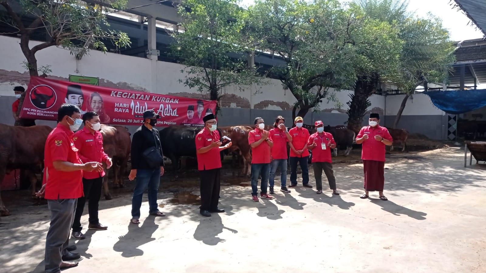 PDI Perjuangan Kota Surabaya Sembelih 6 Hewan Kurban di RPH