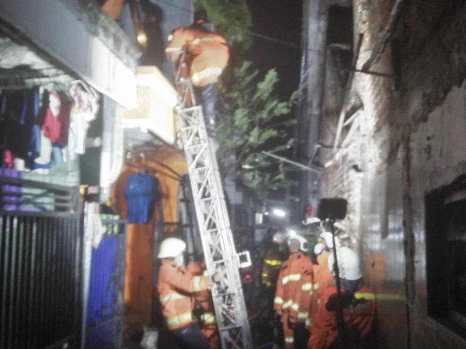 Elpiji Ngebros, Rumah di Kapas Madya Surabaya Terbakar