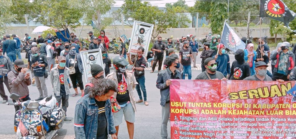 Aktivis Gempal Tuntut Usut Korupsi di Gresik