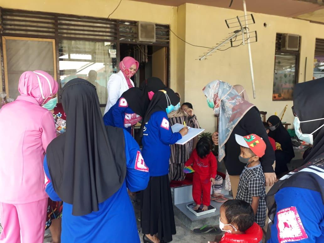 Peduli Kesehatan Anak-Balita, Bhayangkari Banjarmasin Gelar Posyandu