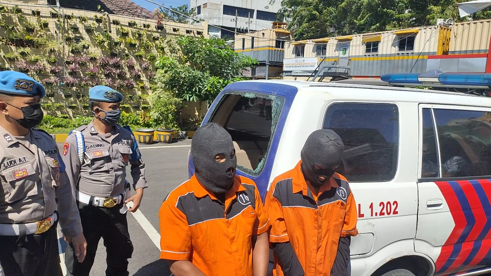 Ikut Rusak Mobil Polisi PPKM, Karena Adik Pernah Ditilang Masker