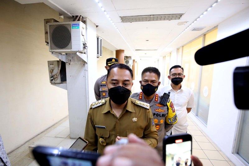 Bantu Percepatan Vaksinasi di Wilayah Aglomerasi, Wali Kota Surabaya Kirim Nakes ke Sidoarjo