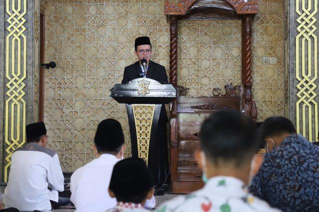 Hafal 3 Juz, Pelajar SMP Ini jadi Khatib di Masjid Dispendik Surabaya