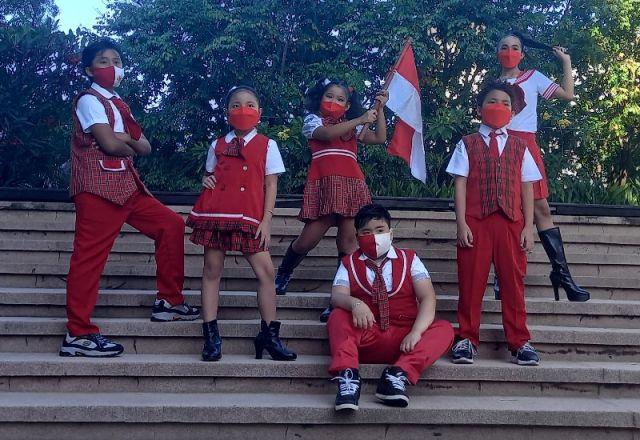 Merancang Busana Seragam Sekolah, Desainer Surabaya Gaungkan Semangat Merah Putih