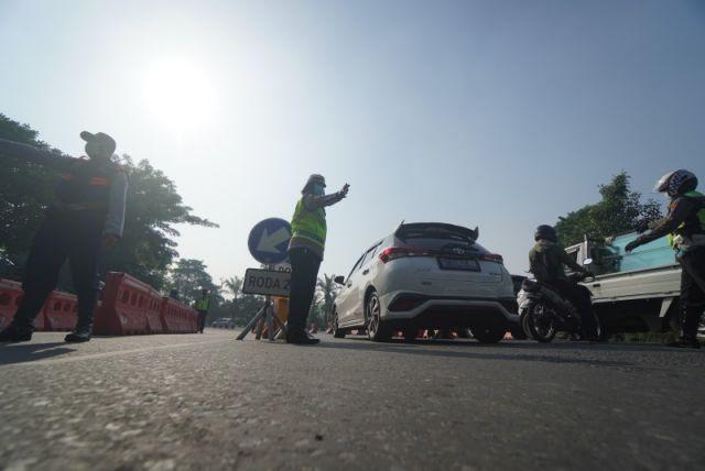 FOTO: Penyekatan PPKM Darurat di Surabaya