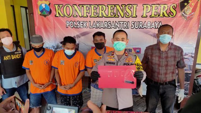 Saat Pesta Sabu di Rumah Kosong, 3 Pemuda Surabaya Digerebek Polisi