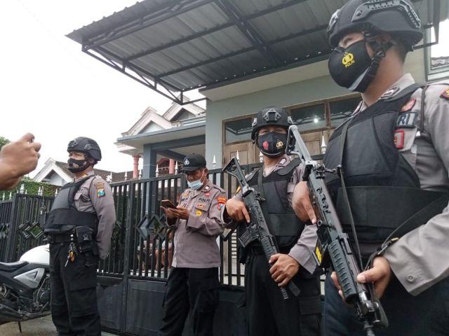 Densus 88 Tangkap Terduga Teroris di Tulungagung, Temukan 2 Pistol