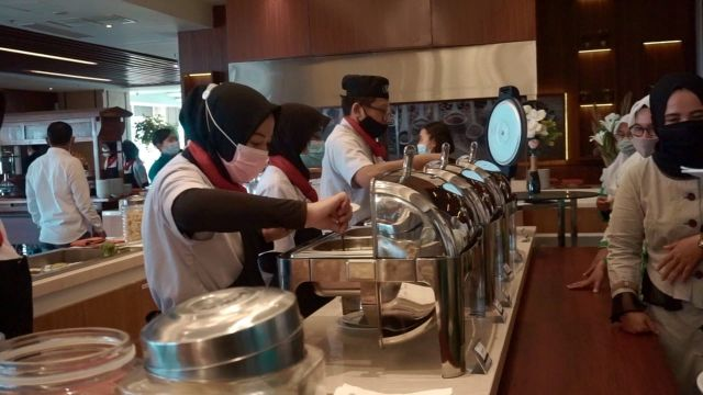 Kuliner Tradisional Kolak Ayam Gumeno Masuk Hotel Berbintang