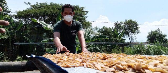 Bangkit dari Pandemi, Bisnis Kerupuk Rambak Tulungagung pun Menggeliat