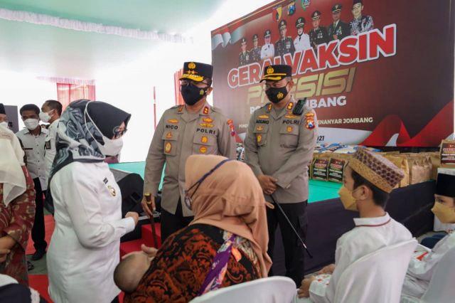 Kapolda Jatim Pantau Vaksinasi di Kabupaten Jombang
