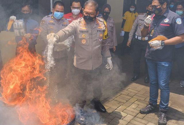 Polresta Sidoarjo Musnahkan 6 Kg Sabu dari Jaringan Malaysia