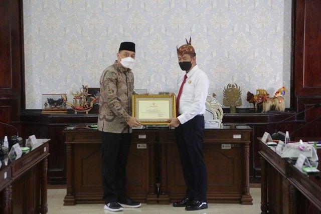 Setia Dampingi Pemkot Surabaya, 26 Jaksa Kejari Diganjar Penghargaan