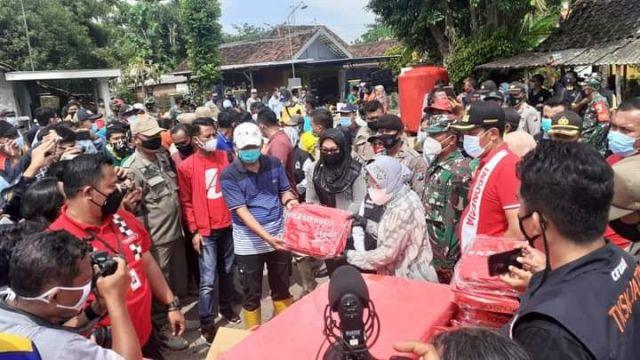 Mensos Risma Geram Lihat Kerja Penanganan Banjir Jombang