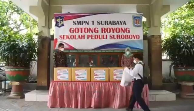 Para Pelajar se-Surabaya Bergotong Royong Membantu Sesama dalam Menghadapi Pandemi Covid-19