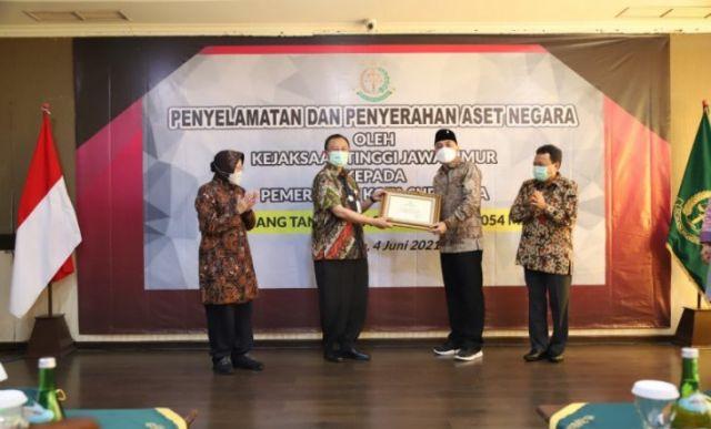 Pemkot Surabaya Terima Tiga Aset senilai Rp80 Miliar dari Kejati Jatim