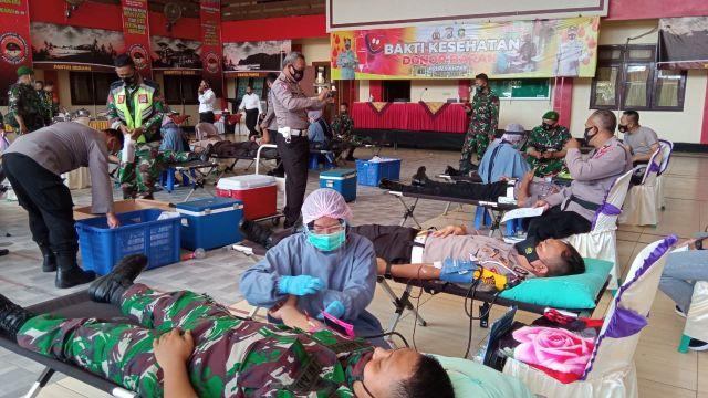 Bakti Kesehatan Donor Darah Polres Blitar Bersinergi bersama TNI