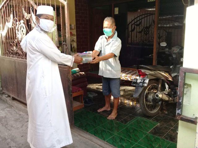 Aksi BATMAN,  Bagikan Sembako Untuk Warga Isoman di Bandar Kidul