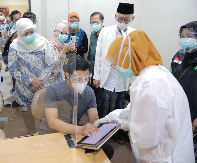 Gubernur Khofifah:  Vaksin Covid-19 Halal