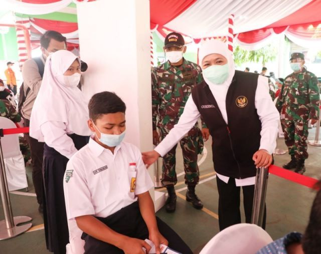 Prioritaskan Vaksinasi Covid-19 untuk Siswa Kelas XII SMK, Gubernur Khofifah: Mereka Nantinya Nyambung ke Dunia Usaha
