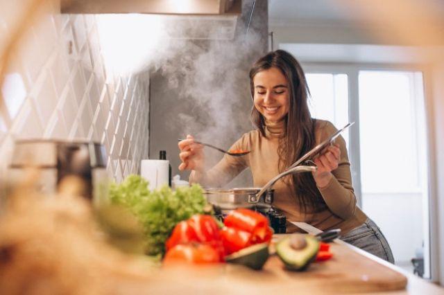 Tips Kuat Puasa Seharian Dimulai dari Sahur, Jangan Panaskan Makanan