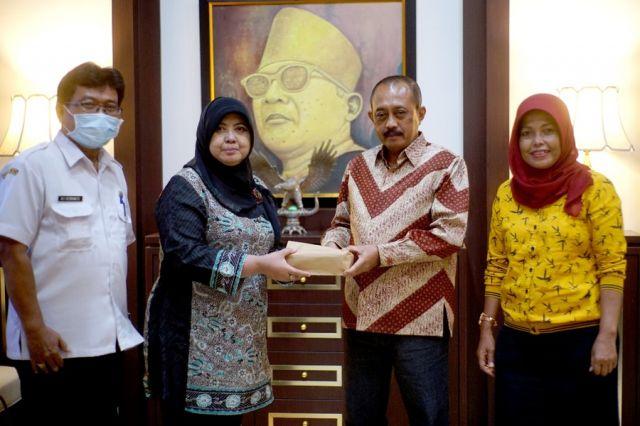 Rangsang Semangat Pelaku UMKM se-Kecamatan Wonokromo, Wawali Armuji Sumbang Rp64 Juta