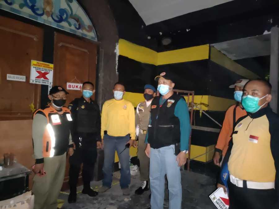 Nekat Buka saat PPKM, Pengusaha RHU di Kalibokor Surabaya Ini malah Bentak Petugas Satpol PP saat Digerebek